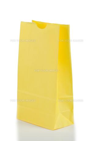 Yellow paper bagの写真素材 [FYI00487658]