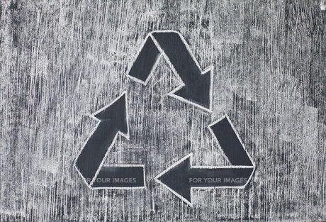 Recycle symbol on a white chalkyの写真素材 [FYI00487680]