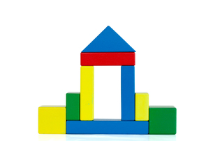 House built out of wooden toy blocksの写真素材 [FYI00487720]