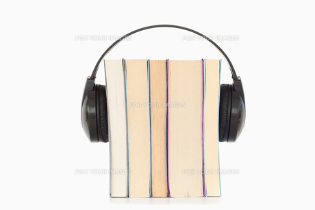 Some books and headphonesの写真素材 [FYI00487751]