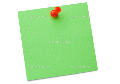 Green postit with a drawing pinの写真素材 [FYI00487798]