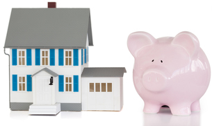 House and piggy bankの写真素材 [FYI00487801]