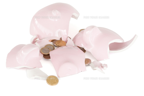 Broken piggy savings bankの写真素材 [FYI00487856]