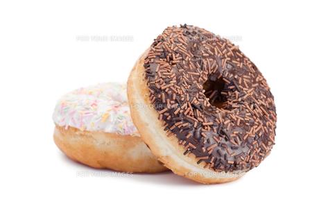A pink iced and a chocolate iced doughnutの素材 [FYI00487868]