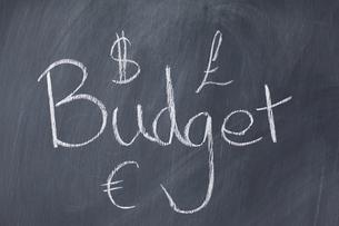Word Budget written on a blackboardの写真素材 [FYI00487902]