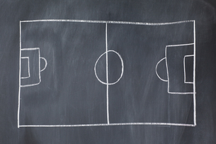 Drawing of a soccer field on a blackboardの写真素材 [FYI00487928]