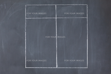 A table divided into two columns on a blackboardの写真素材 [FYI00487929]