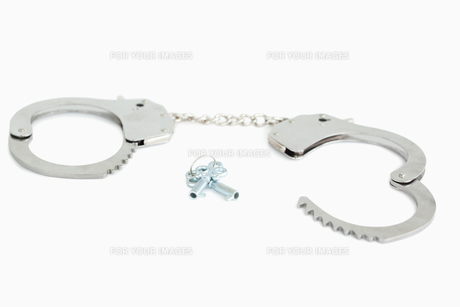 Opened handcuffs and keysの写真素材 [FYI00487933]