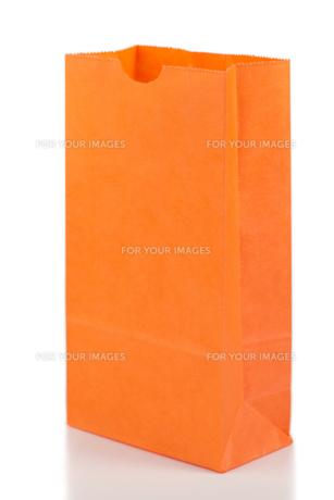 Angled orange paper bagの写真素材 [FYI00487938]