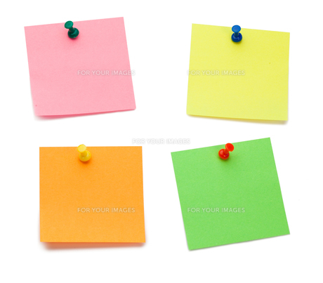 Color postits with drawing pinsの写真素材 [FYI00487956]
