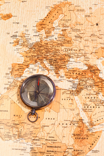 World map with compass showing North Africa and Europeの写真素材 [FYI00487978]