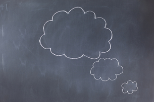 Empty cloud bubbles on a blackboardの写真素材 [FYI00488024]