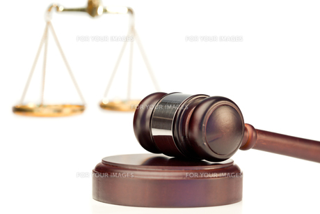 Gavel and scale of justiceの写真素材 [FYI00488025]