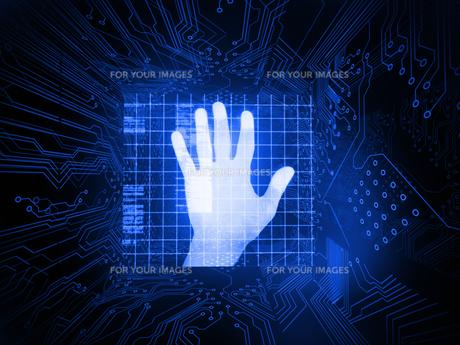 Digitally generated palm on hand scannerの素材 [FYI00488077]