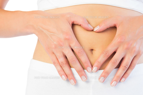 Close up picture of fit woman holding her bellyの素材 [FYI00488086]