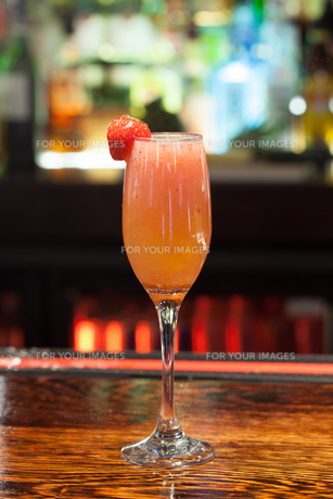 Close up on mouth watering cocktailの写真素材 [FYI00488136]