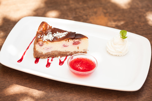 Cheesecake with chantilly cream and coulisの素材 [FYI00488137]