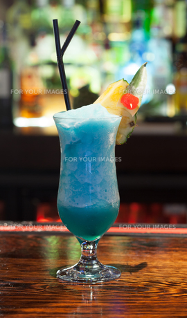 Close up on colourful frozen cocktail with pineappleの素材 [FYI00488148]