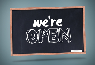 We are open written on chalkboardの写真素材 [FYI00488266]