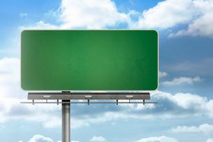 Blank billboard standing over blue skyの写真素材 [FYI00488296]