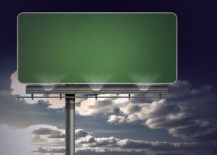 Blank green billboardの写真素材 [FYI00488300]