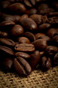 Mound of coffee beansの写真素材 [FYI00488341]