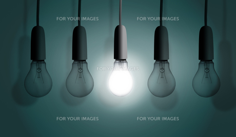 Light bulbs in rowの写真素材 [FYI00488354]
