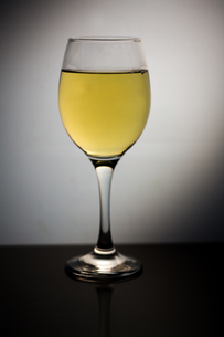 Wine glass full of white wineの写真素材 [FYI00488363]