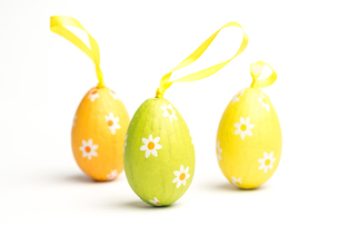 Three foil wrapped easter eggsの写真素材 [FYI00488382]