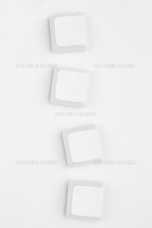 Four neutral white key of keyboardの素材 [FYI00488420]