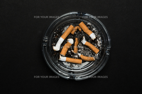 Ashtray full of buttsの素材 [FYI00488555]