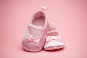 Pink baby bootiesの写真素材 [FYI00488556]