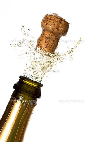 Close up of champagne cork poppingの写真素材 [FYI00488635]