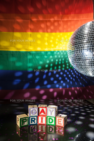 Blocks spelling out gay pride under light of disco ballの素材 [FYI00488649]
