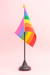 Gay Pride flag on standの素材 [FYI00488654]