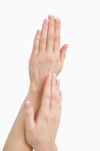 Closeup of french manicured fingersの写真素材 [FYI00488680]