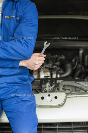 Mechanic with spanner by carの写真素材 [FYI00488701]