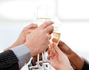 Close up of businessmen celebrating an event with champagneの写真素材 [FYI00488732]