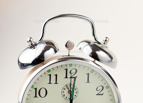 Alarm Clock isolated on whiteの素材 [FYI00488738]