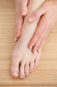 French nail treatment at spa centerの写真素材 [FYI00488757]