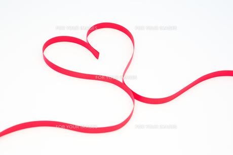 Pink ribbon in heart shapeの素材 [FYI00488765]