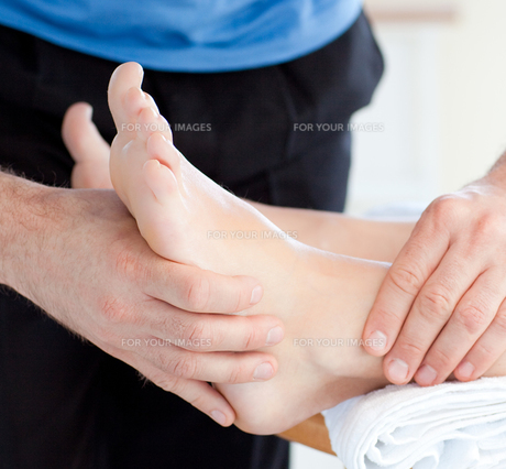 Close up of a woman enjoying a foot massageの写真素材 [FYI00488801]