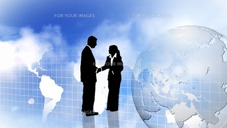 Man and woman showing Teamwork and shaking handsの写真素材 [FYI00488815]