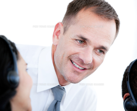 Manager working with a beautiful businesswomanの写真素材 [FYI00488949]