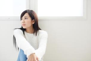 黒髪の爽やかな女性の写真素材 [FYI00489375]