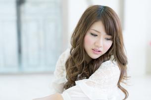 爽やかな女性 ヘアスタイルイメージの写真素材 [FYI00489512]