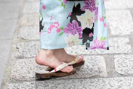夏に浴衣を着た女性の写真素材 [FYI00489564]