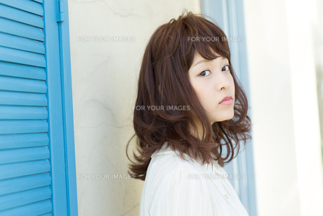 清楚な若い女性の写真素材 [FYI00490057]