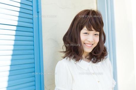 清楚な若い女性の写真素材 [FYI00490066]