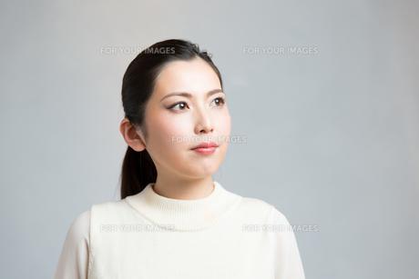 メイクアップした女性の写真素材 [FYI00490376]